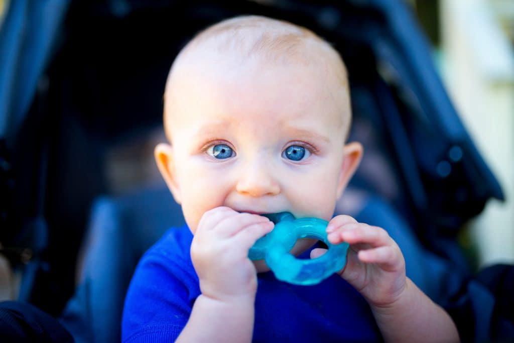 Teething baby - How to stop baby crying